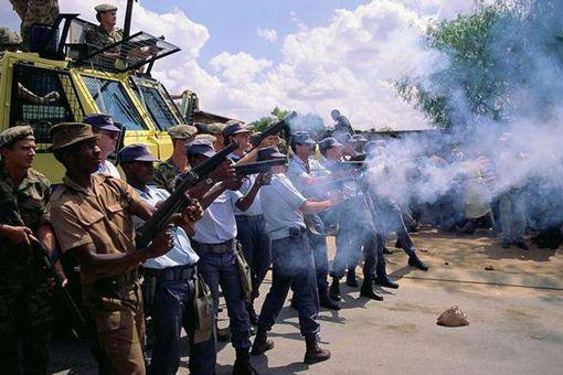 南非种族隔离图片