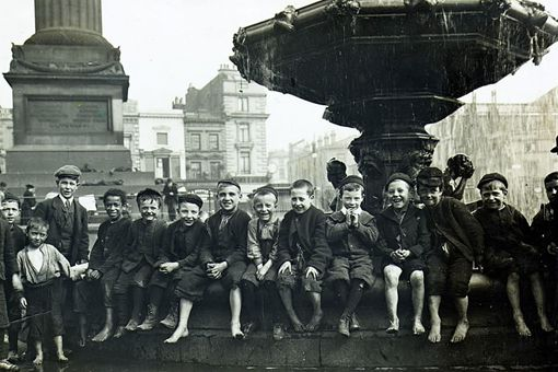 维多利亚时期的英国贫困儿童老照片