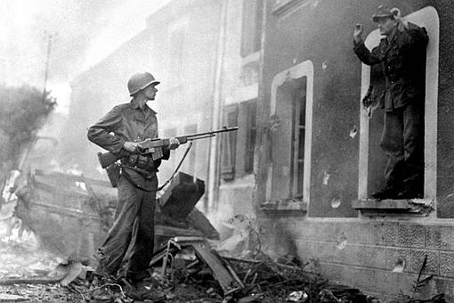 二战时美国装备轻机枪多吗?为何当时美国不大面积装备轻机枪?