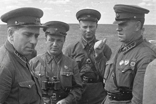 俄罗斯的军帽为啥那么大?有什么历史渊源么?