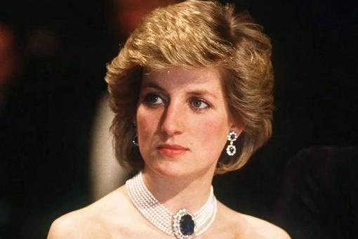 英国王室为什么杀戴妃 英国王妃戴安娜死因分析
